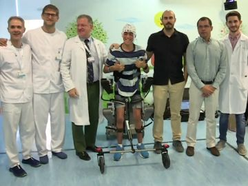 Miguel, uno de los pacientes con el exoesqueleto creado por el Hospital Niño Jesús para menores con parálisis cerebral