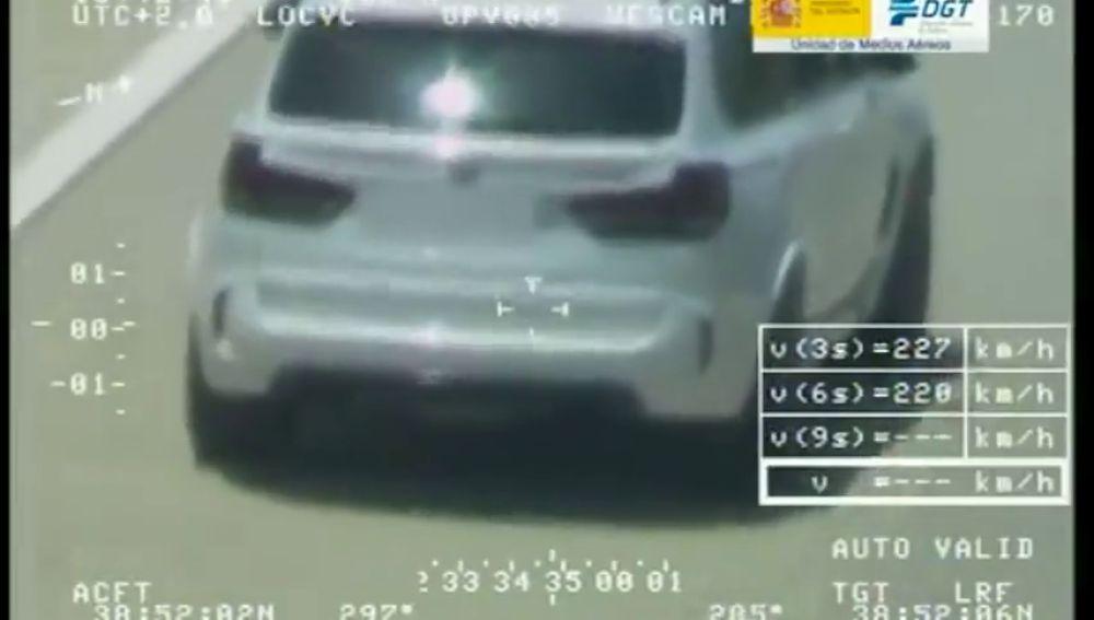 Así captó el helicóptero Pegasus a un conductor circulando a 223 km/h bajo la influencia de las drogas