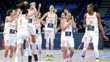 Las jugadoras de España celebran una victoria