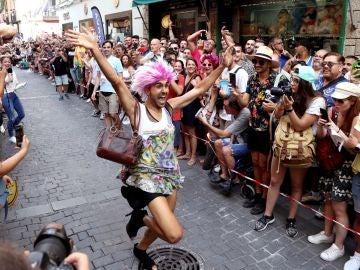 Imagen de la carrera de tacones de la calle Pelayo durante el Orgullo 2019
