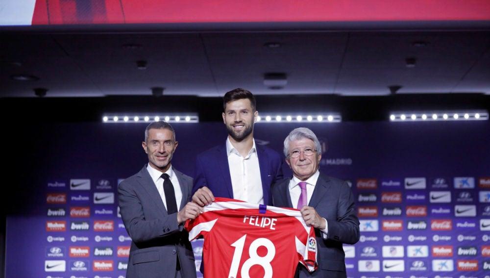 Felipe, con el 18 del Atlético