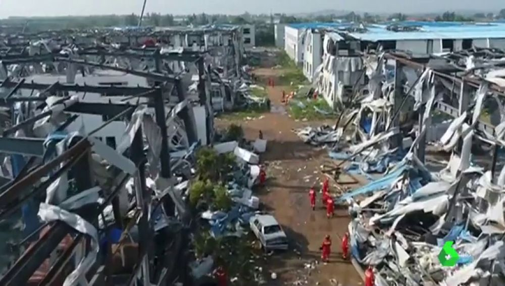 Al menos seis muertos y 190 heridos en China tras el paso de un devastador tornado