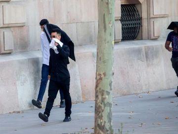 Tres de los siete acusados de la violación múltiple de una menor en Manresa