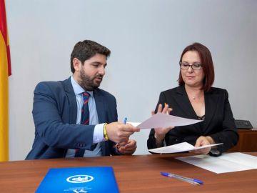 El presidente en funciones de la Región de Murcia Fernando López Miras (PP) y la diputada de Ciudadanos Isabel Franco