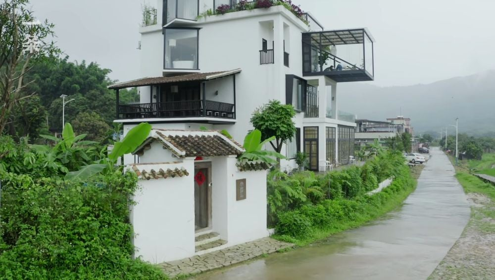 La casa en la que vivirán las siete amigas, tras su remodelación