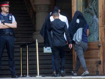 Tres de los acusados de la violación múltiple de una menor en Manresa