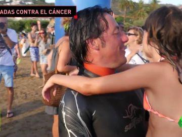 Marc Guitart recorre 32 kilómetros nadando y reúne cerca de 15.000 euros