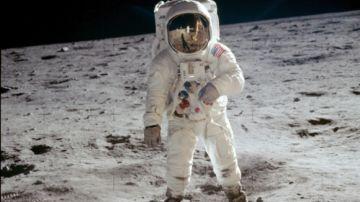 Neil Amstrong en la Luna.