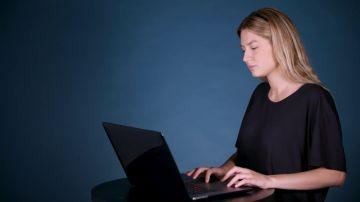 Cómo reducir el daño a tus ojos por mirar muchas horas la pantalla de tu ordenador