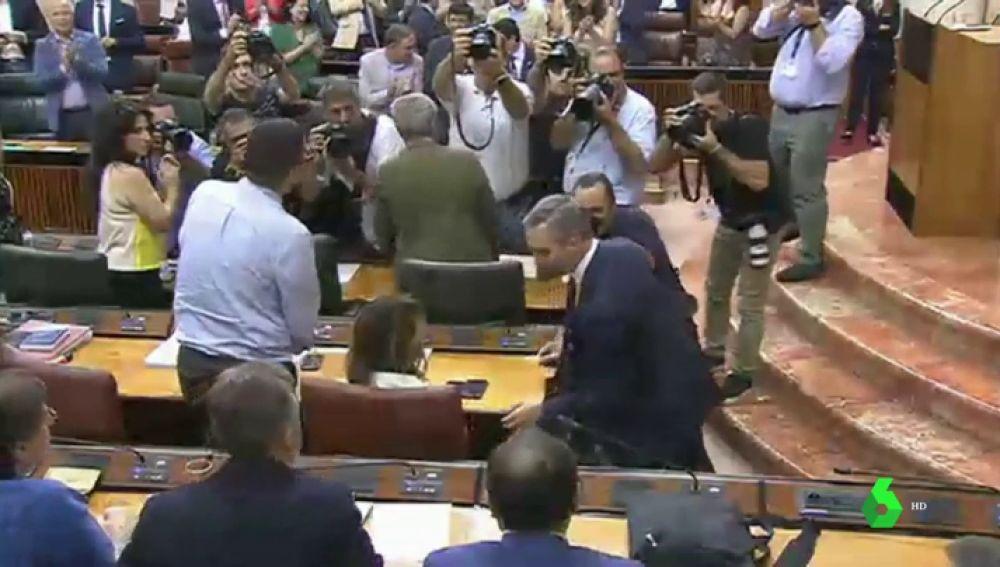 Bronca en el Parlamento andaluz en la aprobación de los presupuestos
