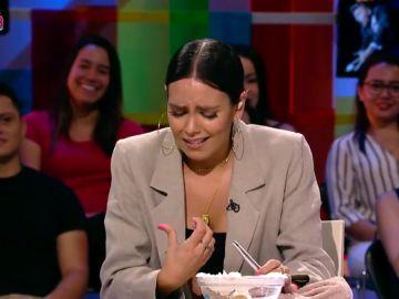 """El incidente de Cristina Pedroche que asusta a todo el plató de Zapeando: """"¡Me he cortado, joder!"""""""