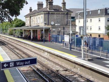 La estación de tren en la que el niño se suicidó, en Chertsey, Inglaterra