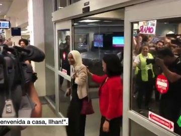Íljan Ómar a su llegada de Estados Unidos.