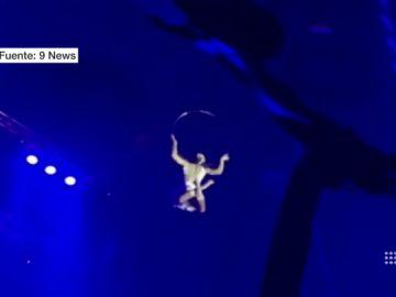 La trapecista, momentos antes de caer