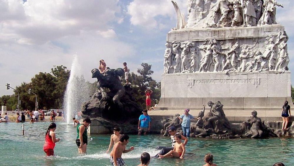 Monumento a la Carta Magna, Buenos Aires, con calor