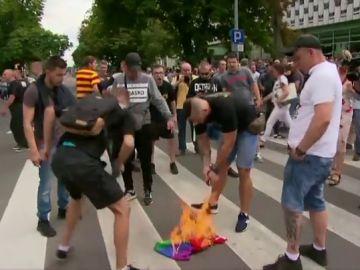 Ultras de extrema derecha intentan bloquear la marcha por el Orgullo LGTBI en Polonia
