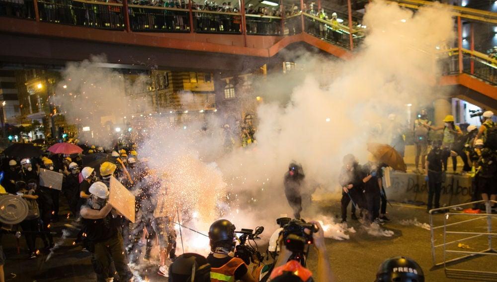 Enfrentamientos entre los manifestantes y la Policía en Hong Kong