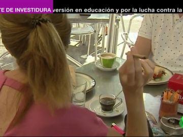 Cataluña prohibirá fumar en paradas de autobús y terrazas en 2020