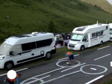 No más penes en el Tour de Francia: así disimulan los que hay pintados en las carreteras