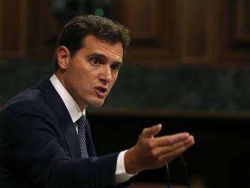 El líder de Ciudadanos Albert Rivera, durante su intervención en la primera jornada del debate de investidura que afronta Pedro Sánchez.