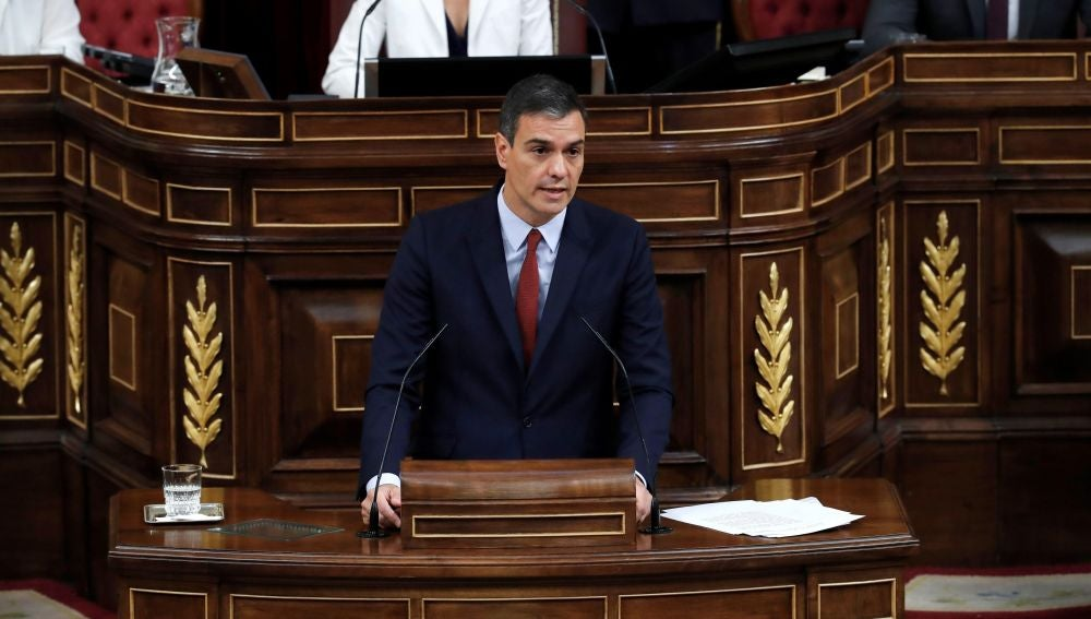 El candidato socialista a la Presidencia del Gobierno, Pedro Sánchez, durante su intervención en la primera jornada del debate