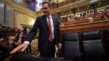 Pedro Sánchez enfila su escaño en el Congreso