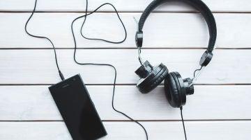Móvil y auriculares