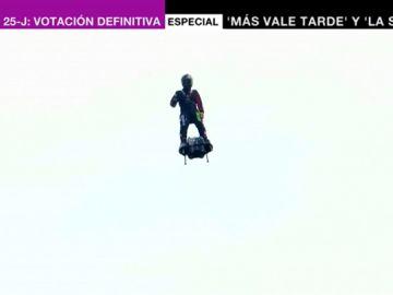 El 'soldado volador' francés intentará cruzar el Canal de la Mancha con su flyboard