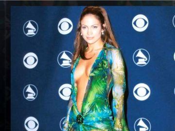 Jennifer López, con su icónico vestido verde de Versace