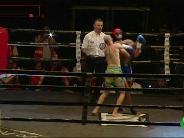 Carlos Coello sufre su derrota más dura: así fue el duro codazo que le dejó KO en el Carranza
