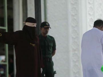 Uno de los acusados momentos antes de recibir un golpe.