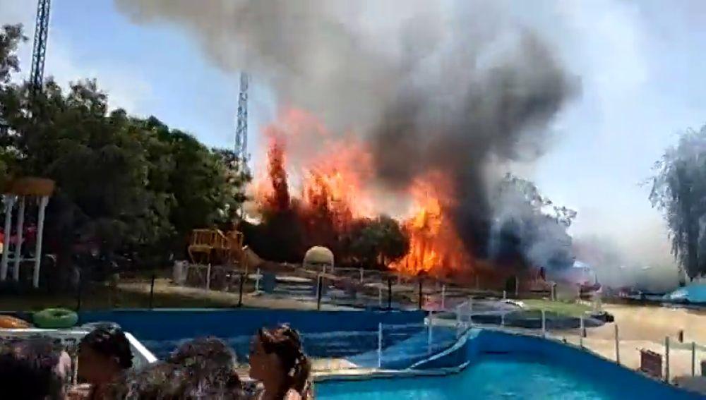 Desalojadas 500 personas del parque acuático de Ciudad Real por un incendio