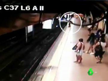 Prisión provisional sin fianza para el hombre que empujó a otro a las vías del Metro de Madrid
