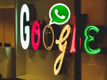 Google y el logotipo de WhatsApp