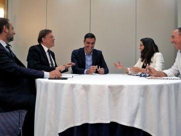 Reunión entre Pedro Sánchez, José Luis Ábalos y Ximo Puig con Mónica Oltra y Joan Baldoví