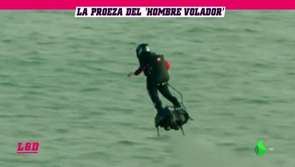 La gesta de Franky Zapata: cruza el canal de la Mancha subido a su flyboard