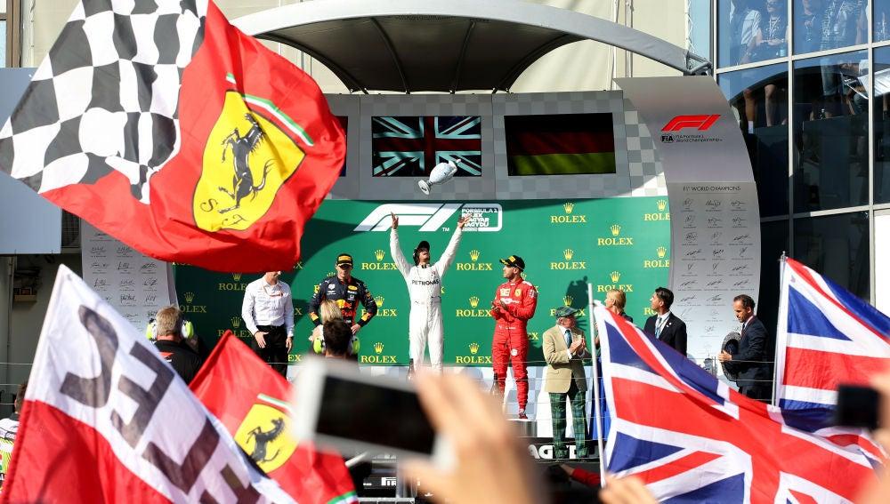 Hamilton celebra su victoria en el GP de Hungría