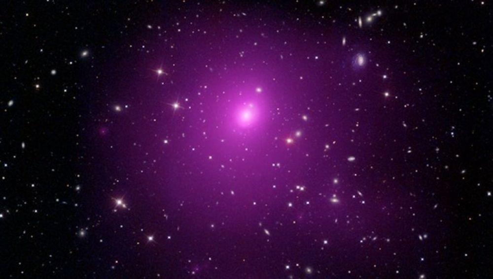 Descubren el agujero negro más grande de la historia