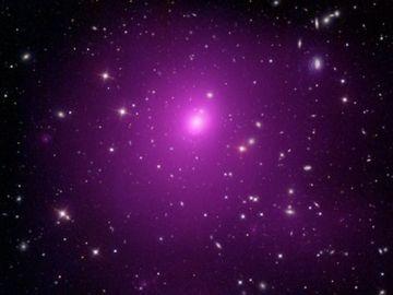 El clúster galáctico Abell 85, en el que se encuentra el agujero negro.