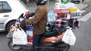 El conductor de moto denunciado por sobrecargar su vehículo