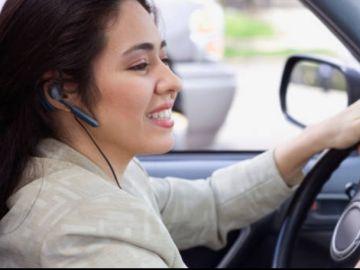 Conducir con auriculares