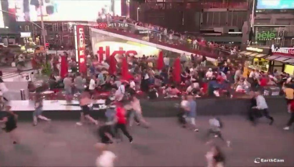 Pánico en Times Square: confunden el ruido de una moto con un tiroteo
