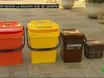 Menos reciclas, más pagas: la iniciativa de varios ayuntamientos para que los ciudadanos se comprometan con el reciclaje