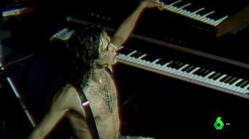 Nacho Cano al teclado durante un concierto de 'Mecano'