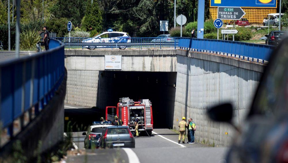Efectivos de emergencias acuden al lugar donde dos personas, madre e hijo de 70 y 27 años, fallecieron en Ourense