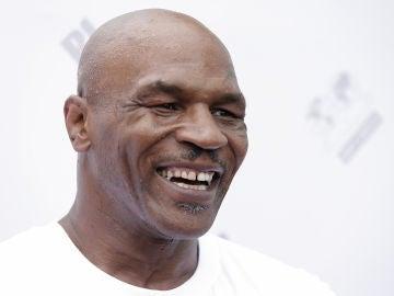 Mike Tyson, sonriente