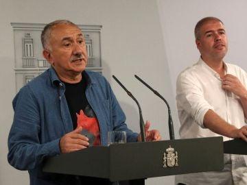 Los secretarios generales, de UGT, Pepe Álvarez (i), y de CCOO, Unai Sordo (d)
