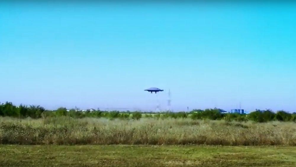 Crean un platillo volante con autonomía para volar y desplazarse