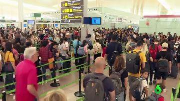 Colas de casi una hora en la primera jornada de huelga indefinida de los vigilantes del Aeropuerto de El Prat