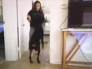 Investigan por maltrato animal a una youtuber que publicó por error un vídeo pegando a su perro